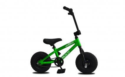 Bicicleta do verde BMX do
