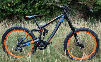Entry-level downhill bike