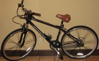 Schwinn Midmoor Hybrid Bicycle