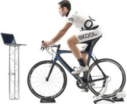 A cyclist making use of a Virtual Reality Turbo Trainer
