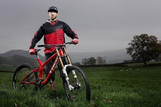 Gee Atherton endured together with new 2016 battle cycle the Trek Session