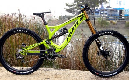 Pivot downhill bike